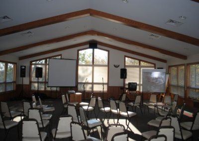 0e1442943_spruce-meeting-room